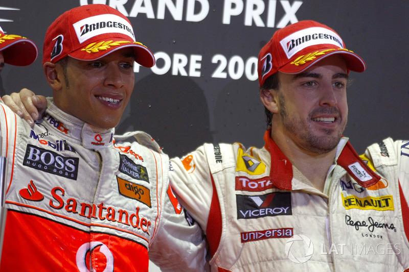 Em 2009, ainda pela Renault, subiu no pódio apenas no GP de Cingapura, em terceiro