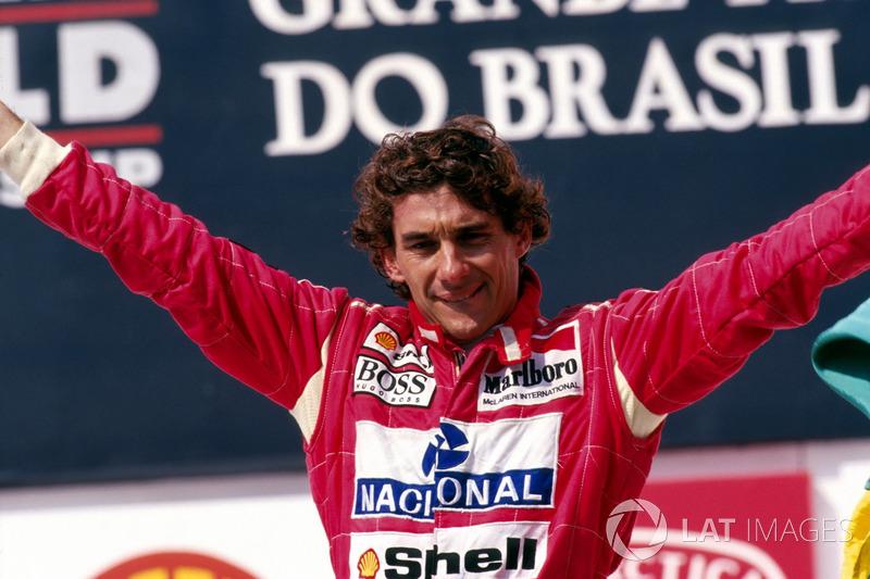 Podio: ganador de la carrera Ayrton Senna, McLaren