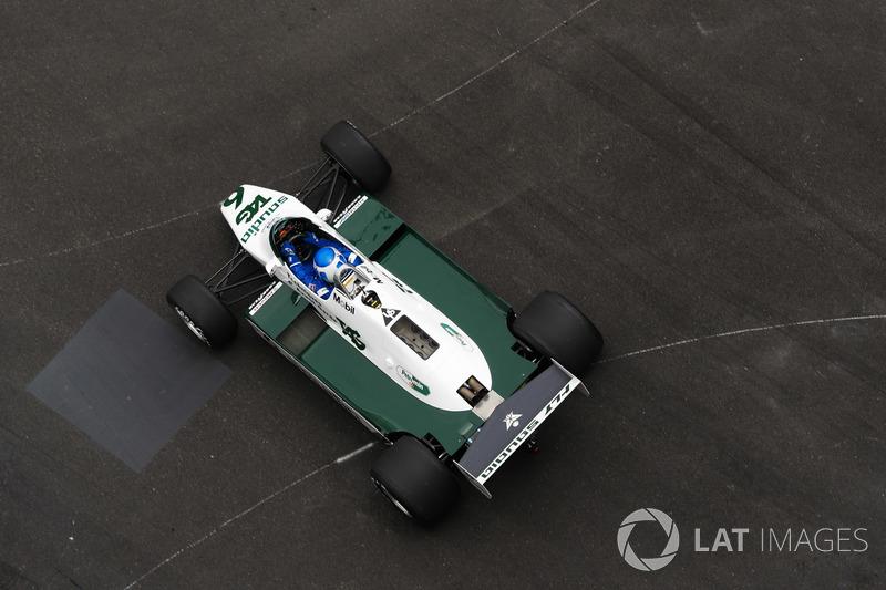 Keke Rosberg guida la sua monoposto iridate Williams FW08