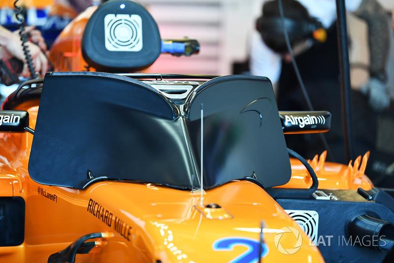 Stoffel Vandoorne, McLaren MCL33 and halo cover