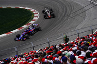 Pierre Gasly, Toro Rosso STR13, leads Romain Grosjean, Haas F1 Team VF-18