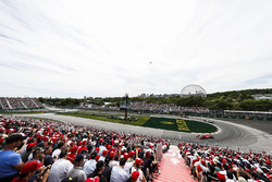 Sebastian Vettel, Ferrari SF71H, leads Valtteri Bottas, Mercedes AMG F1 W09, Max Verstappen, Red Bull Racing RB14, Lewis Hamilton, Mercedes AMG F1 W09, and Daniel Ricciardo, Red Bull Racing RB14