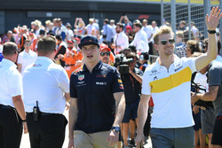 Max Verstappen, Red Bull Racing e Nico Hulkenberg, Renault Sport F1 Team, nella drivers parade
