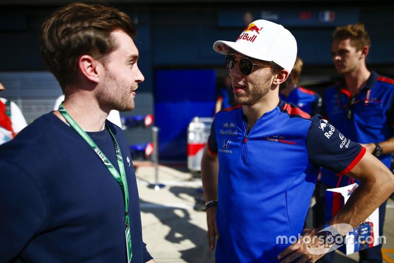 Pierre Gasly, Toro Rosso, parle à un invité