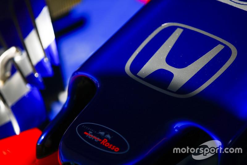 Logo Honda sul naso di una Toro Rosso