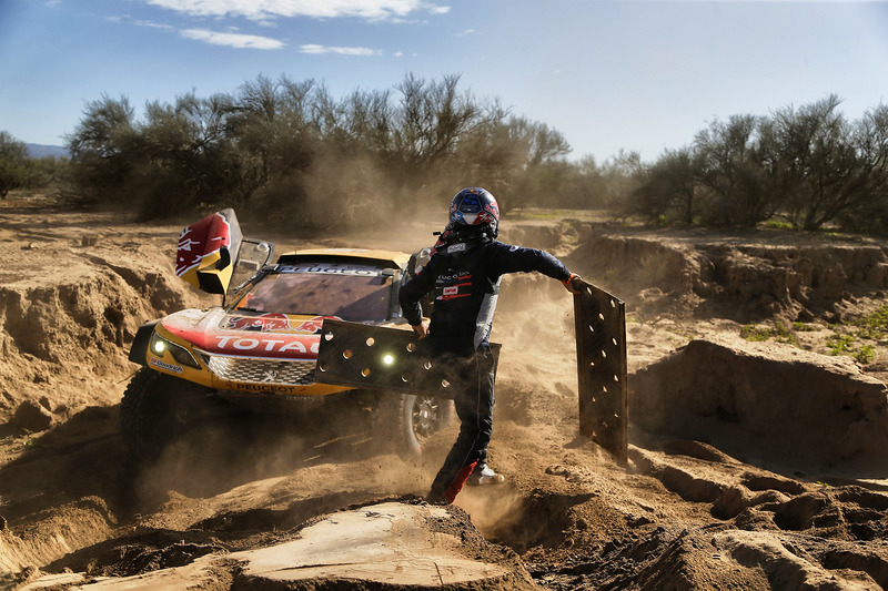 4. #300 Peugeot Sport Peugeot 3008 DKR: Стефан Петрансель, Жан-Поль Коттре