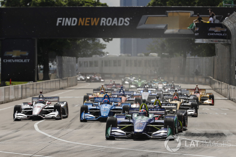 Alexander Rossi, Andretti Autosport Honda leads at the start