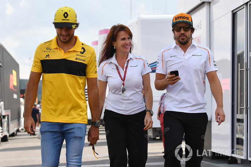 Carlos Sainz Jr., Renault Sport F1 Team, Silvia Hoffer Frangipane, McLaren Press Officer and Fernando Alonso, McLaren