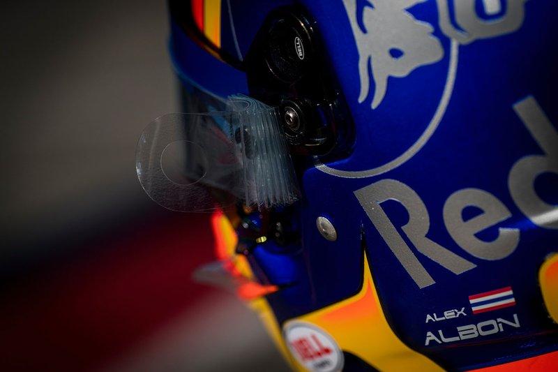 Dettaglio del casco di Alex Albon, Scuderia Toro Rosso