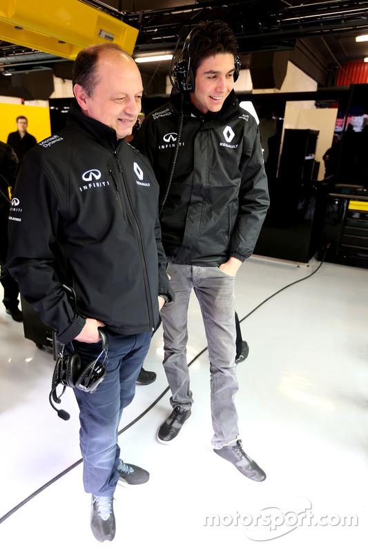 Frederic Vasseur, Renault Sport F1 Team Renndirektor und Esteban Ocon, Renault Sport F1 Team Testfahrer