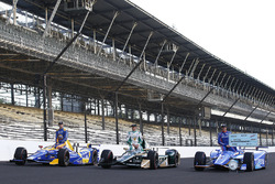 Scott Dixon, Chip Ganassi Racing Honda, Ed Carpenter, Ed Carpenter Racing Chevrolet, Alexander Rossi, Herta - Andretti Autosport Honda pose for front row photos