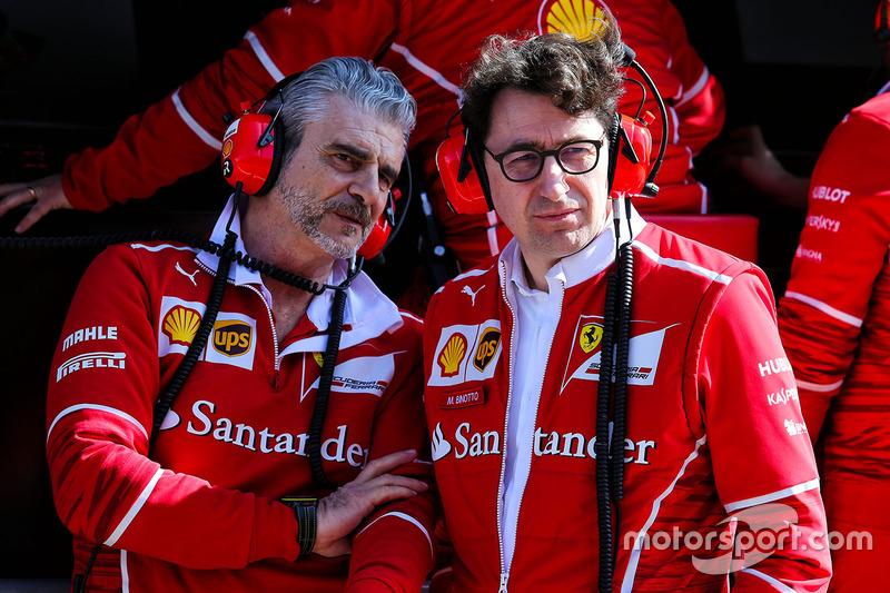 Maurizio Arrivabene, director del equipo Ferrari con Mattia Binotto, director técnico de Ferrari