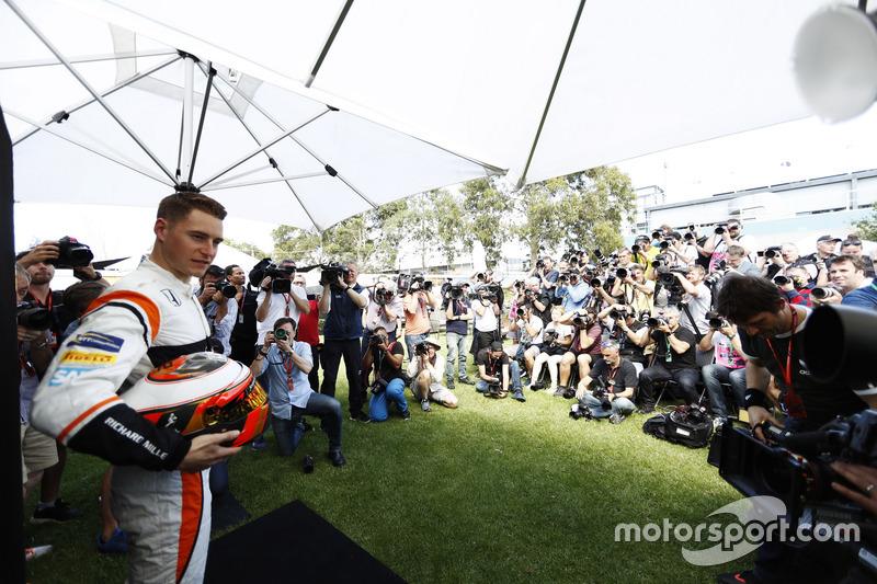 Stoffel Vandoorne, McLaren, mit Fotografen