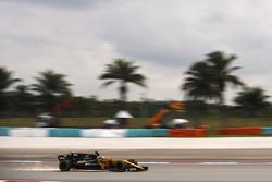 Nico Hulkenberg, Renault Sport F1 Team RS17, strikes up sparks