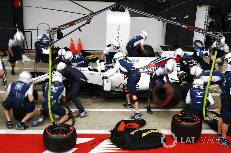 Lance Stroll, Williams FW40, en pits