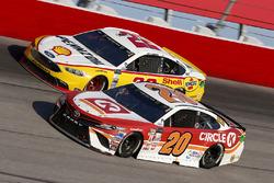 Matt Kenseth, Joe Gibbs Racing Toyota, Joey Logano, Team Penske Ford