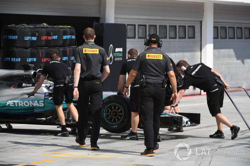Валттері Боттас, Mercedes-Benz F1 W08 та інженери Pirelli