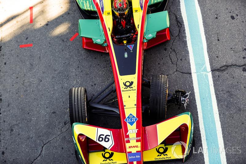 Daniel Abt, ABT Schaeffler Audi Sport, regresa a boxes con una rueda dañada