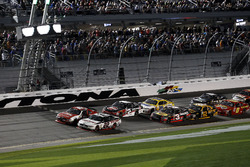 Restart, Ryan Reed, Roush Fenway Racing Ford and Brad Keselowski, Team Penske Ford leading