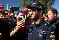 Daniel Ricciardo, Red Bull Racing, mit Fans