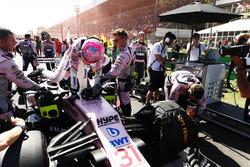 Esteban Ocon, Sahara Force India F1 VJM10, climbs from his car