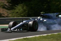 Valtteri Bottas, Mercedes AMG F1 W08, lastiklerini kilitliyor