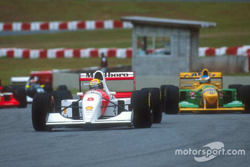 Ayrton Senna, McLaren MP4/8 Ford lidera a Michael Schumacher, Benetton B192B Ford