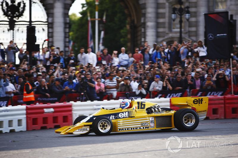 Jolyon Palmer en el Renault Sport F1 Team RS01