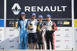 Подиум: Ландо Норрис (победитель), Макс Дефурни (второе место) и Дориан Бокколаччи (третье место)