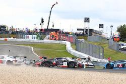 #1 Belgian Audi Club Team WRT Audi R8 LMS GT3: Laurens Vanthoor, Frederic Vervisch crash