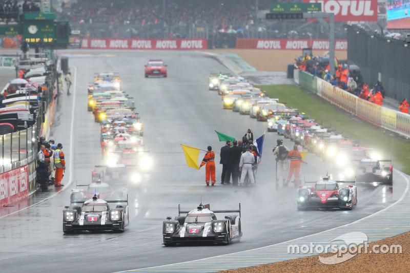 Inicio: #2 Porsche Team Porsche 919 Hybrid: Romain Dumas, Neel Jani, Marc Lieb lidera detrás del coche de seguridad