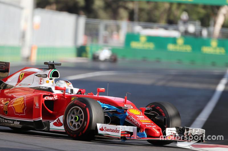 Sebastian Vettel, Ferrari SF16-H con una bolsa de plástico pegada al ala delantera