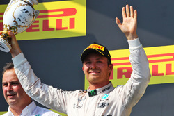 Podio: segundo lugar de Nico Rosberg, Mercedes AMG F1 Team