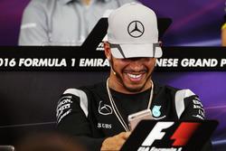 Lewis Hamilton, Mercedes AMG F1 in der FIA Pressekonferenz