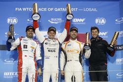 Podio: Ganador de la carrera Tom Chilton, Sébastien Loeb Racing, Citroën C-Elysée WTCC, segundo lugar Mehdi Bennani, Sébastien Loeb Racing, Citroën C-Elysée WTCC, tercer lugar Kevin Gleason, RC Motorsport, Lada Vesta