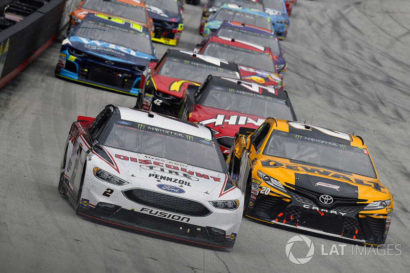 Brad Keselowski, Team Penske, Ford Fusion Discount Tire and Erik Jones, Joe Gibbs Racing, Toyota Camry DeWalt