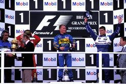 Podio. Flavio Briatore, Team Principal Benetton, il Principe Michael del Kent, Jean Alesi, Ferrari 2°, Johnny Herbert, Benetton 1°, David Coulthard, Williams 3°, Kenneth Clarke, MP