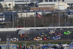 Chase Elliott, Hendrick Motorsports Chevrolet Camaro choca