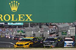 Tim Slade, Brad Jones Racing Holden, leads Craig Lowndes, Triple Eight Race Engineering Holden, and Andre Heimgartner, Nissan Motorsport Nissan
