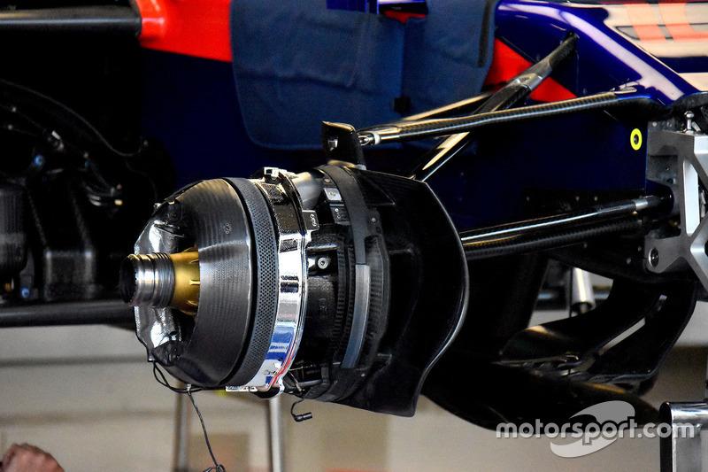 Scuderia Toro Rosso STR13 brakes