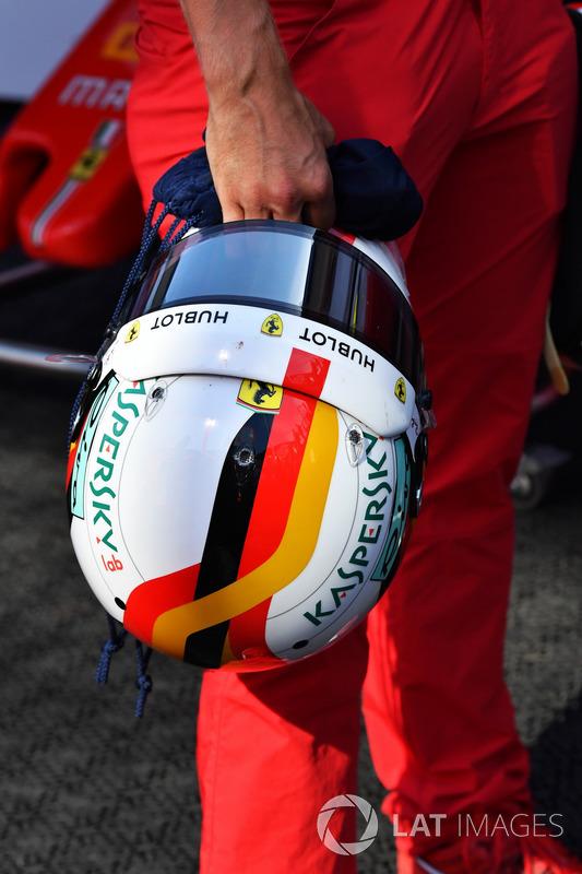 Sebastian Vettel, Ferrari helmet