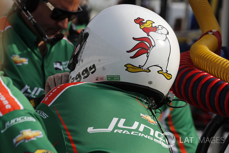 Kyle Kaiser, Juncos Racing Chevrolet crewman David Foggy Fitzgerald
