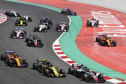 Start: Kevin Magnussen, Haas F1 Team VF-18, leads Carlos Sainz Jr., Renault Sport F1 Team R.S. 18, Fernando Alonso, McLaren MCL33 and Romain Grosjean, Haas F1 Team VF-18, as Stoffel Vandoorne, McLaren MCL33, and Marcus Ericsson, Sauber C37, run wide