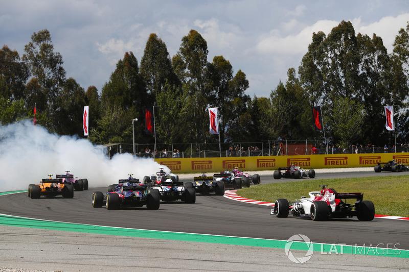 Romain Grosjean, Haas F1 Team VF-18 melintir