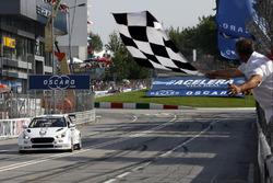 Ganador de la carrera Thed Björk, YMR Hyundai i30 N TCR