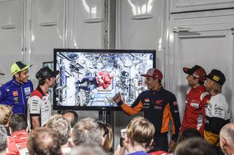 Valentino Rossi, Yamaha Factory Racing, Cal Crutchlow, Team LCR Honda, Drew Feustel, NASA-Astronaut in der ISS, Marc Marquez, Repsol Honda Team, Jorge Lorenzo, Ducati Team, Alvaro Bautista, Angel Nieto Team