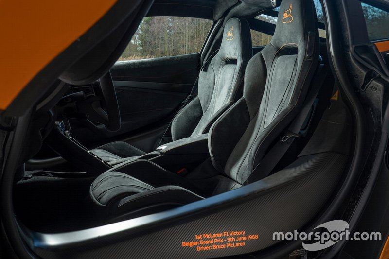 McLaren 720S Spa 68, інтер'єр