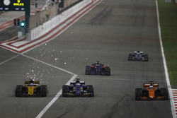 Fernando Alonso, McLaren MCL32, leads as Marcus Ericsson, Sauber C36, battles with Jolyon Palmer, Renault Sport F1 Team RS17