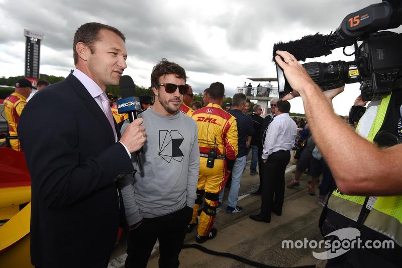 Townsend Bell bersama Fernando Alonso di grid