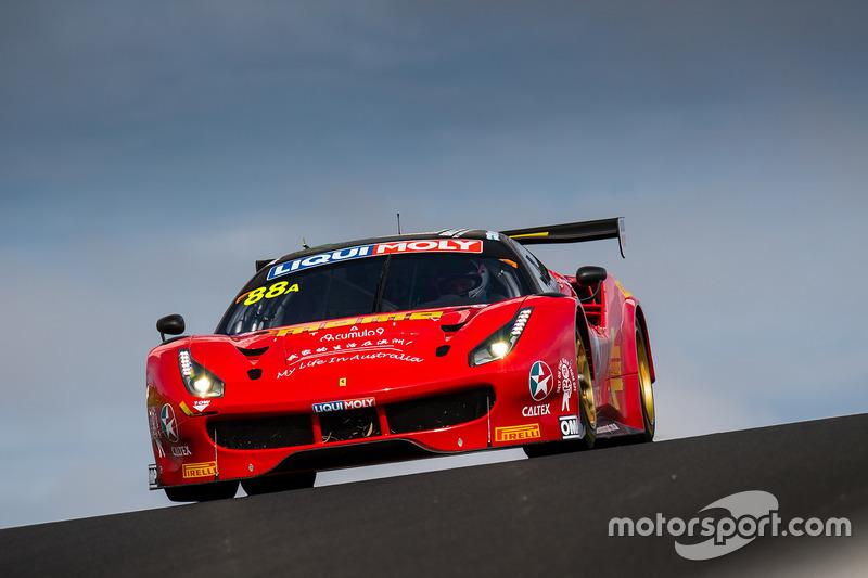 #88 Maranello Motorsport, Ferrari 488 GT3: Toni Vilander, Craig Lowndes, Jamie Wincup
